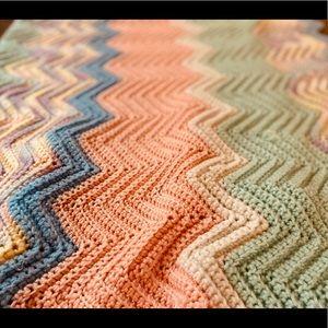 VTG BOHO SCALLOPED Pastel lap blanket